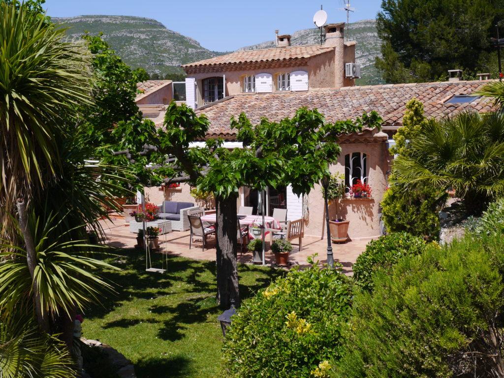 La safranade vous accueille la safranade maison d - Abri de jardin flovene aixen provence ...